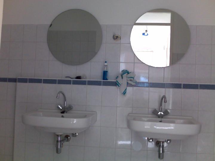 Wasbak Badkamer: Een badmeubel op maat laten maken m ief hout in de ...